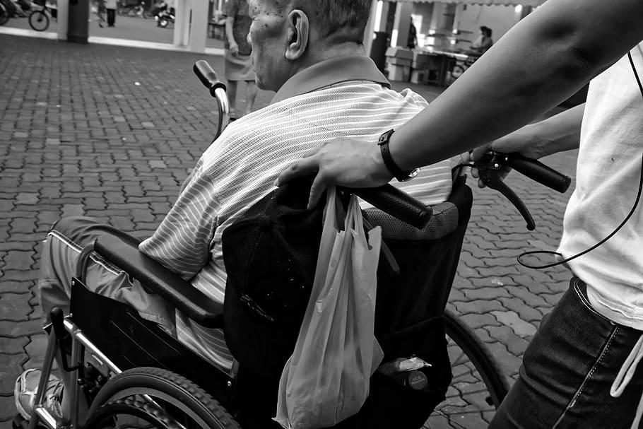 Choisir un service de soins à domicile pour une personne handicapée