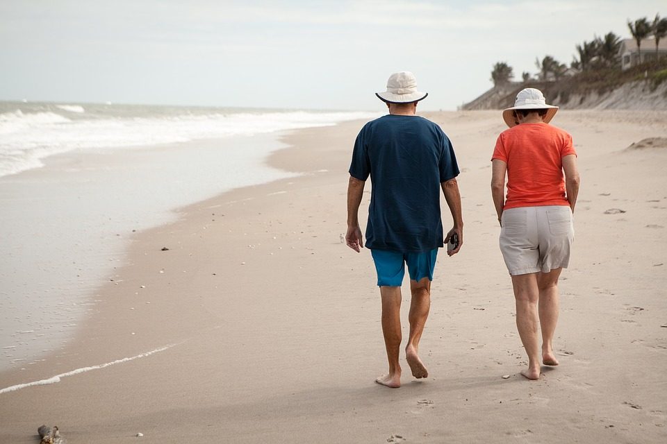 Seniors en vacances: les conseils pour réussir son voyage